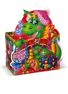 Упаковка новогодних подарков из картона с драконом 2012