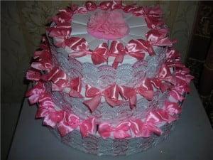 Платья, костюмы и торт из гофрированной бумаги